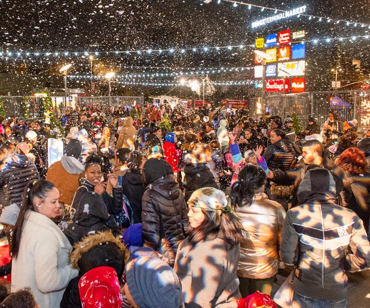 Crowds-with-Snow_Pylon-2019-sm